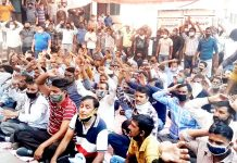 PHE daily rated and consolidated workers staging protest dharna in Jammu on Monday. -Excelsior/Rakesh