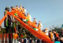 BJP leaders garlanding statue of Pt Prem Nath Dogra at Dogra Chowk Jammu on Saturday. -Excelsior/Rakesh