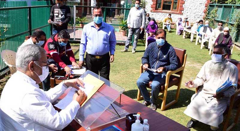 Advisor Farooq Khan interacting with a deputation at Srinagar on Thursday.