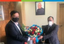 CGM NABARD, R.K Srivastava presenting bouquets to J&K Bank CMD, R.K Chhibber at the Bank's Corporate Headquarters.