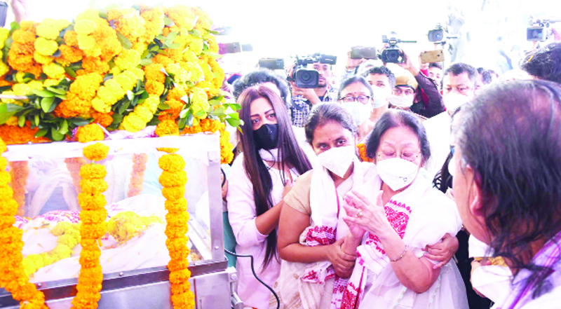 Family members paying tributes to former Assam Chief Minister and Congress leader at his official residence in Guwahati on Tuesday. (UNI)