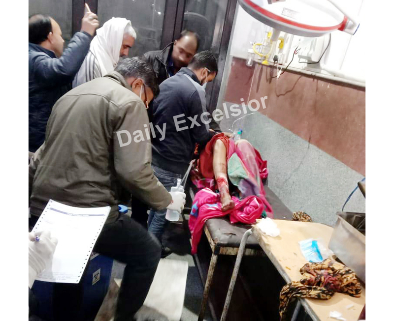 A woman injured in Pak shelling being treated in Poonch hospital on Saturday. —Excelsior/Gurjeet Bhajan