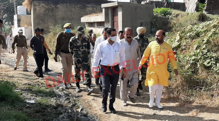 DC Kathua O P Bhagat during his tour to border belt of Hiranagar on Monday. —Excelsior/Pardeep