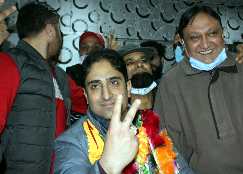 Newly elected Mayor Junaid Matoo shows a victory sign in Srinagar on Wednesday. —Excelsior/Shakeel