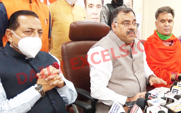 BJP national general secretary Tarun Chug, Union Minister Dr Jitendra Singh and party J&K president Ravinder Raina during a press conference at Jammu on Saturday. —Excelsior/Rakesh