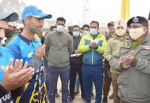 DGP Dilbag Singh interacting with winning team at Pulwama on Friday.