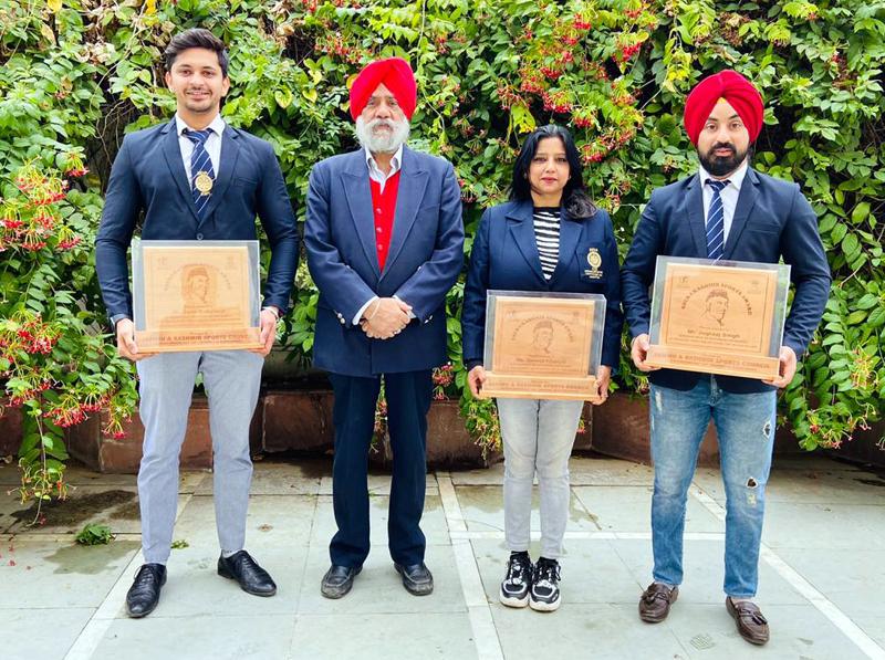 J&K Roller Skating Association president GS Khurmi and award winning players posing for a group photograph at Jammu.