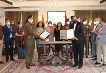 Dignitaries during signing of MoU between J&K Police and BIL.