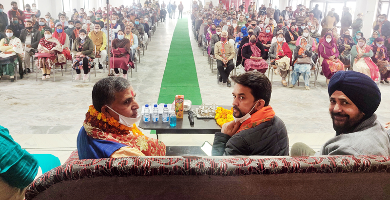 Union MoS, Finance, Anurag Thakur addressing election meeting in Akhnoor on Wednesday.