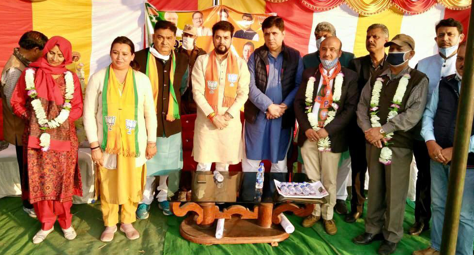 Union MoS, Anurag Thakur with other BJP leaders and party candidates during a party rally in Gajansoo on Sunday. —Excelsior/Rakesh