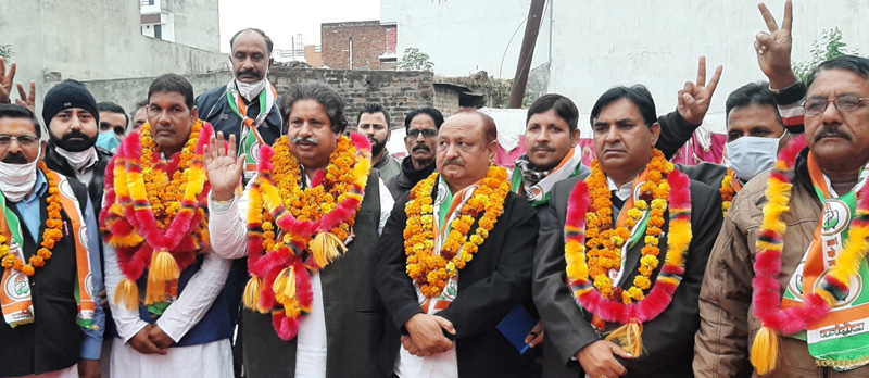 Senior PCC leader, Raman Bhalla with party candidates at election rally at Bishnah.