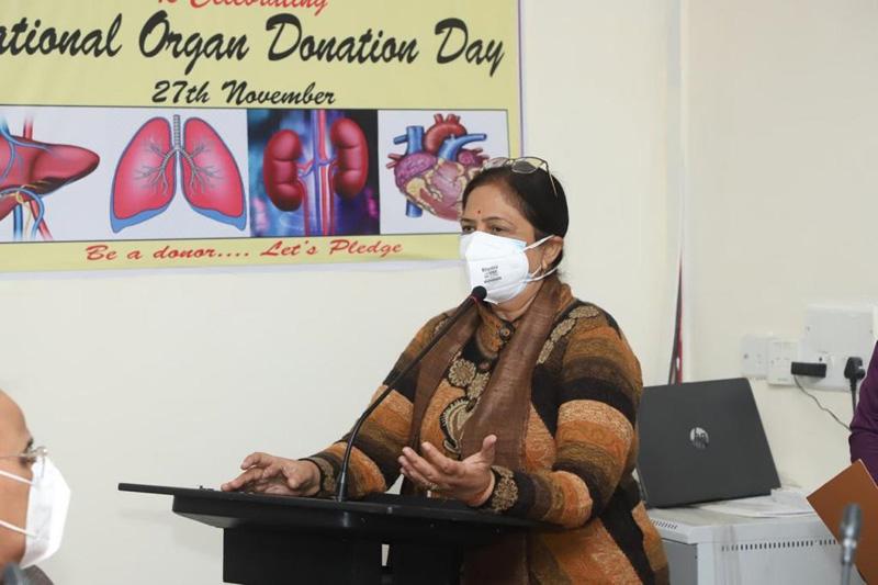 GMC Principal Dr Shashi Sharma speaking at the seminar on organ donations.