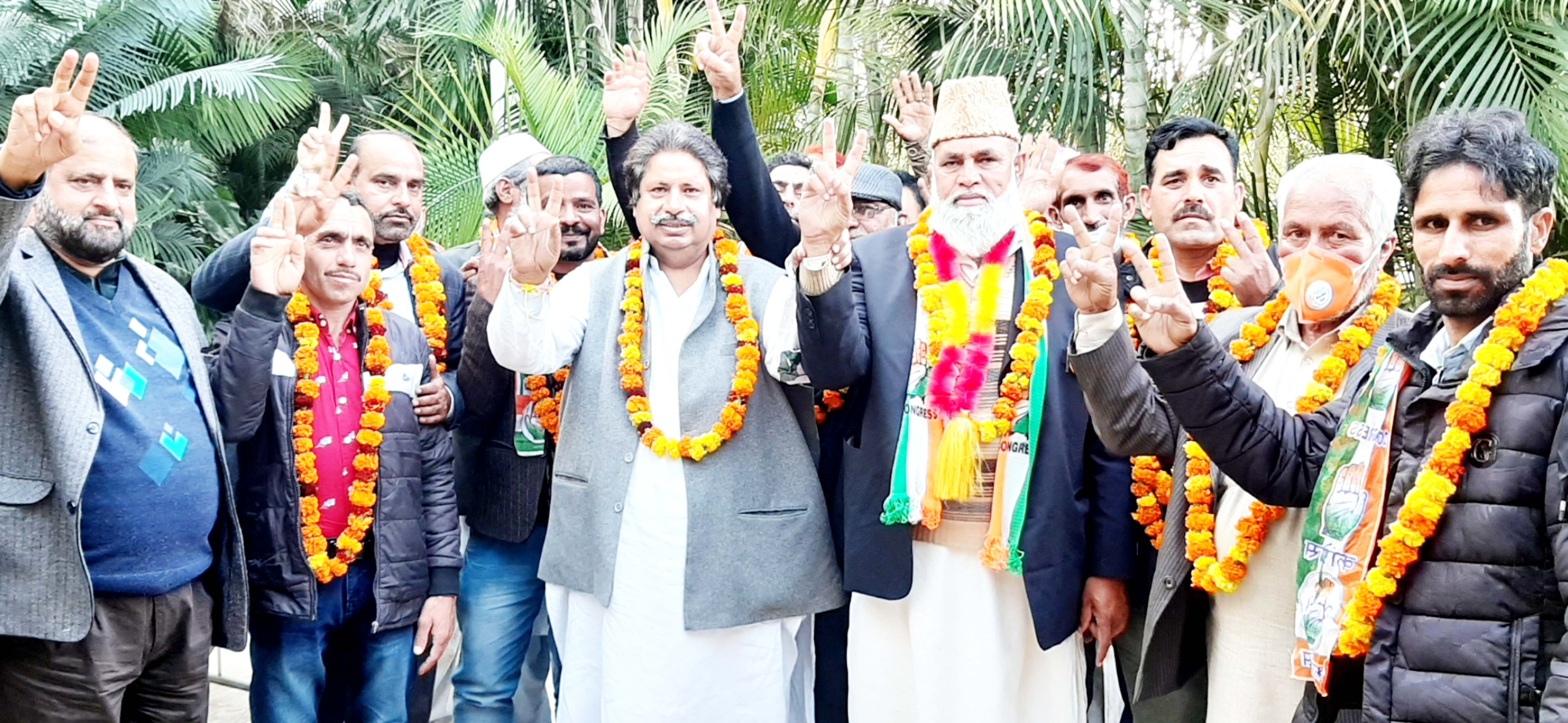 Senior PCC leader Raman Bhalla with party candidate Sain Abdul Rashid and others during Cong rally in Rajouri on Sunday.