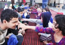 Sisters offering Tilak on the foreheads of their brothers on the occasion of Bhai Dhoj at Bal Ashram Ambphalla on Monday. -Excelsior/Rakesh