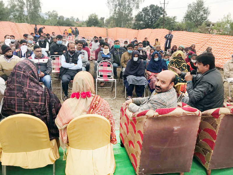Former Minister, Bali Bhagat addressing an election meeting near Ban Toll Plaza, Nagrota on Tuesday.