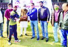 Kiran Wattal, Convener Vishwa Kashmiri Samaj presenting man of the match award to winner at MA Stadium.