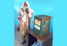 A 90-year-old woman casting her vote at polling station Sangerh in Mandli constituency of Kathua district on Tuesday. —Excelsior/Pardeep