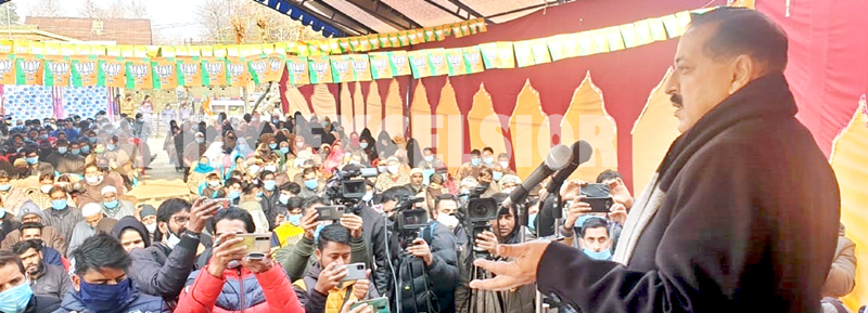 Union Minister Dr Jitendra Singh addressing a public rally in Anantnag on Monday. -Excelsior/Shakeel