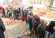 People stand in a queue to cast their vote at Kunzer area of Baramulla district. —Excelsior/Aabid Nabi