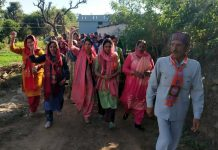 DDC candidate of BJP from Khoon, Juhi Manhas campaigning along with her supporters.