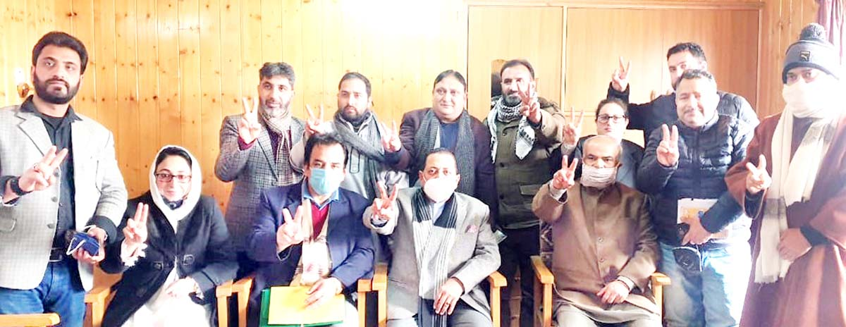 Union Minister Dr. Jitendra Singh, flanked by BJP General Secretary (Org.) Ashok Koul and party office bearers, during a meeting at the BJP office at Jawahar Nagar, Srinagar on Tuesday.