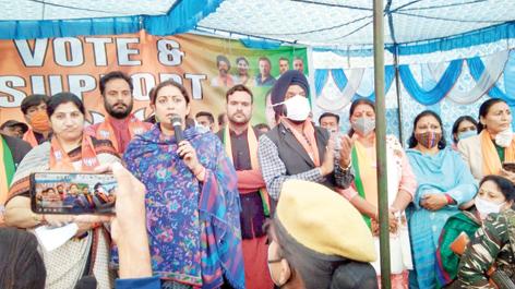 Union Minister, Samriti Irani addressing a public rally at Miran Sahib on Friday. -Excelsior/Rakesh