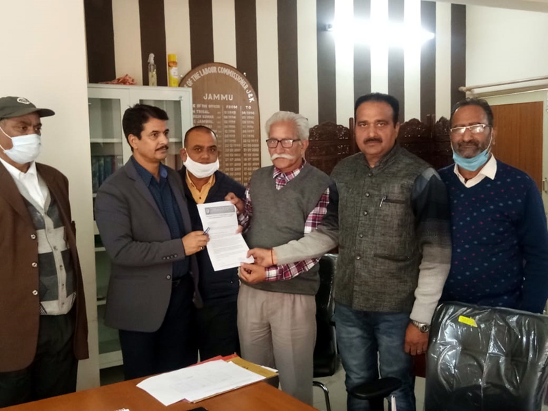 A deputation of BMS submitting a memorandum of demands to PF Commissioner.