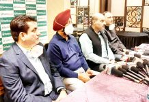 Director, Fortis Escorts Hospital Amritsar, Deepak Narang and other doctors briefing media on TAVR procedure.