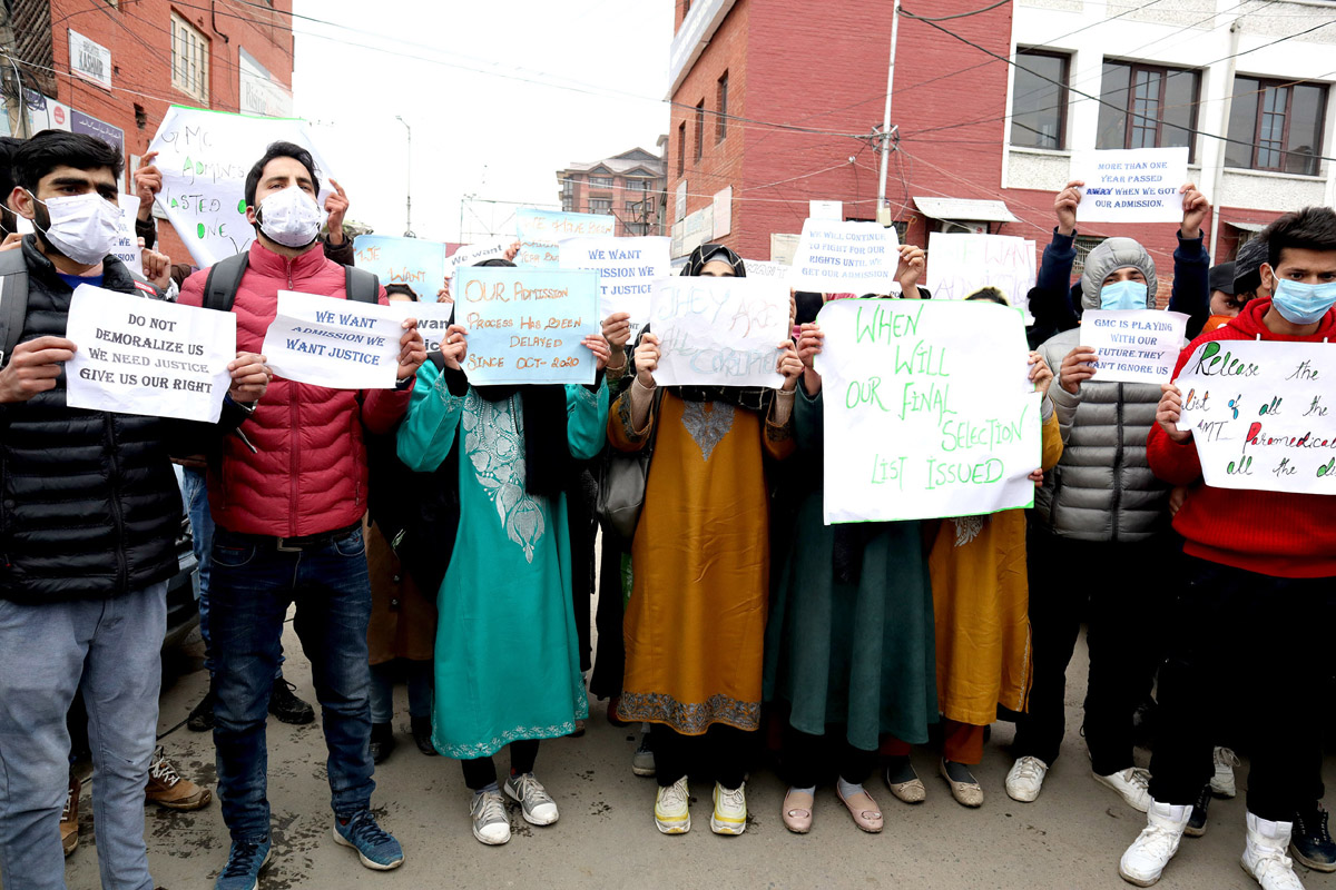 Paramedical aspirants during a protest on Wednesday. —Excelsior/Shakeel
