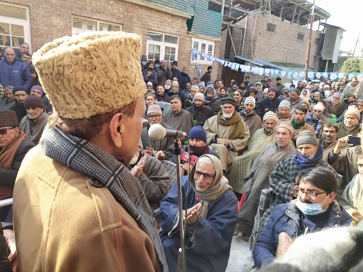 People's Conference leader Abdul Gani Vakil addressing party convention in Sopore.