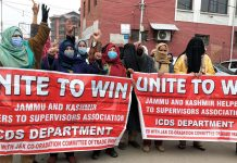 ICDS workers protesting in Srinagar on Wednesday. —Excelsior/Shakeel