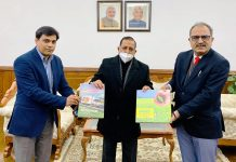 Union Minister Dr. Jitendra Singh being presented a Coffee Table Book by Managing Director NAFED Sanjeev Kumar Chadda along with a brief of recent NAFED interventions in Jammu & Kashmir, at New Delhi.