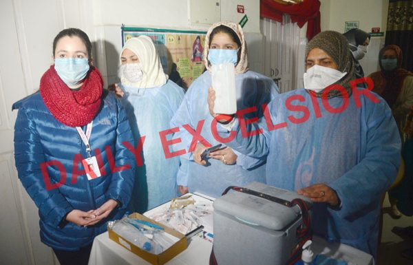 Dry run of COVID-19 vaccination being conducted at PHC Nishat in Srinagar on Saturday. — Excelsior/Shakeel