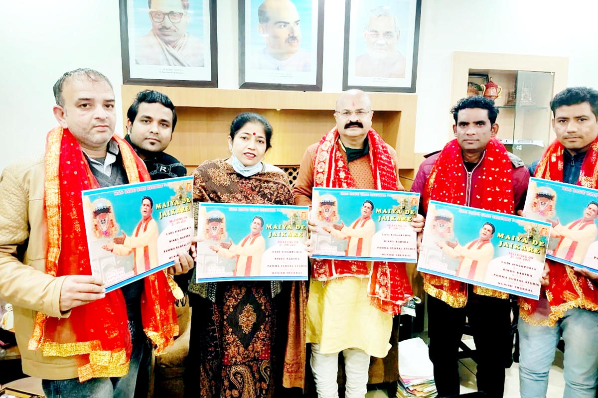 BJP, vice president Yudhvir Sethi releasing devotional album at Jammu on Friday. -Excelsior/Rakesh