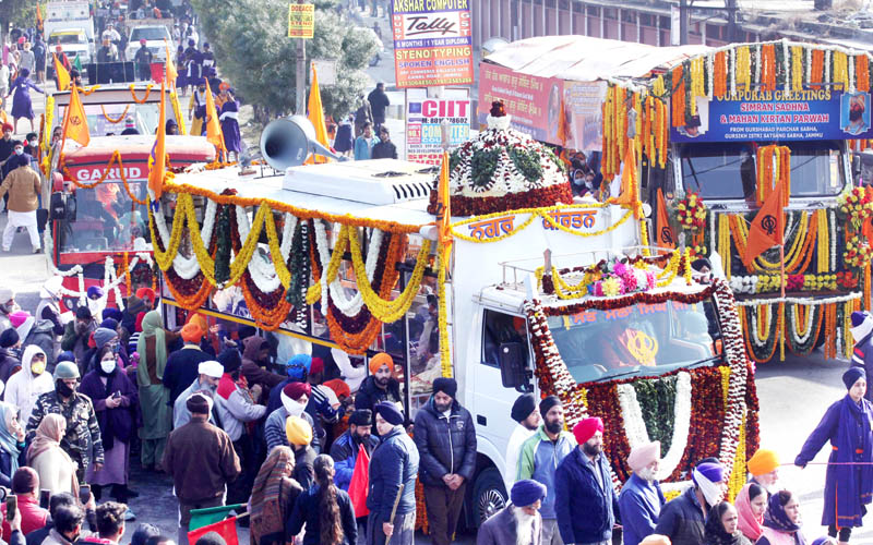 Impressive Nagar Kirtan being taken out by Sikh community on the eve of Gurpurab in Jammu on Monday. -Excelsior/ Rakesh
