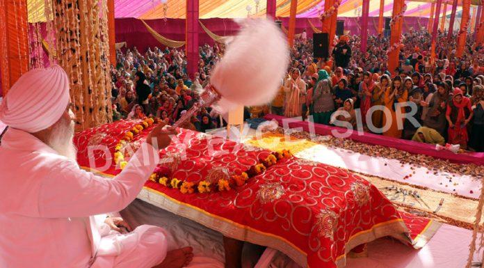 Sikh community members offering special prayers at Chand Nagar Gurdwara in Jammu to mark Gurpurab celebrations on Wednesday. —Excelsior/Rakesh