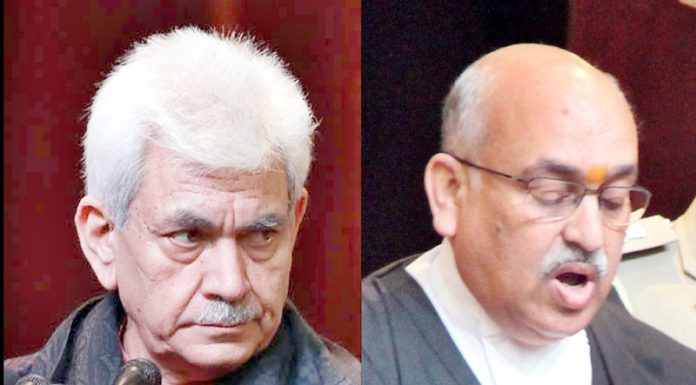 Lieutenant Governor Manoj Sinha administering oath of office to Justice Pankaj Mithal as new CJ of J&K and Ladakh HC. -Excelsior/Rakesh
