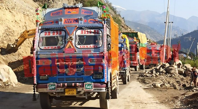 Trucks loaded with essentials moving towards Kashmir as highway reopens after five days. -Excelsior/Parvaiz Mir