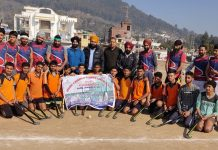 Winning Hockey teams posing for a group photograph with dignitaries at Udhampur.