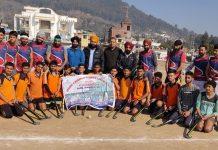 Winning Hockey teams posing for a group photograph with dignitaries at Udhampur.