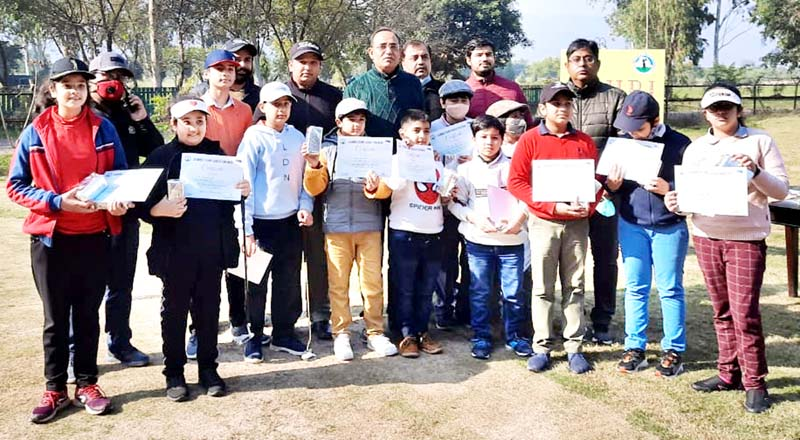 Principal Secretary Power Development Department, Rohit Kansal posing for group photograph with budding golfers at Jammu.