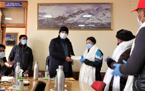 CEC presenting cheque of Rs 21000 to Jigmet Dolma at Council Secretariat in Leh.