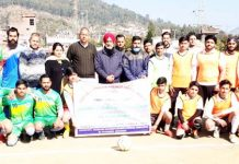 Winning teams posing for a group photograph along with dignitaries at Udhampur.