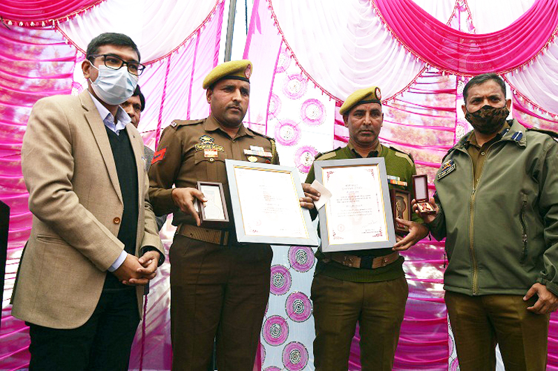 Deputy Commissioner Poonch Rahul Yadav presenting award to cops.