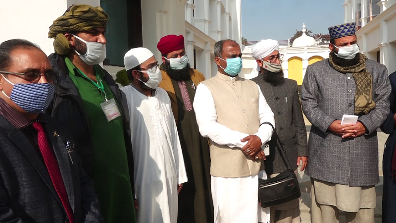 Sanjay Kumar of 'Art of Living' with religious leaders during the conference on 'de-radicalisation'.