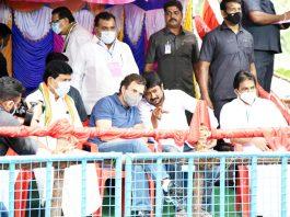 Congress Leader, Rahul Gndhi and DMK Youth Wing Secretary, Udayanidhi Stalin during the 'Jallikattu' festival at Avaniyapuram, in Madurai on Thursday. (UNI)