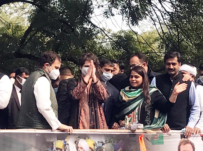 Congress leader Rahul Gandhi and Priyanka Gandhi with Delhi Congress workers march to Raj Niwas to protest against the New Farm Laws, as part of the Kisan Adhikar Divas, in New Delhi on Friday. (UNI)