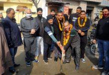 JMC Councillor, Pritam Singh inaugurating drain work at Shanker Colony.