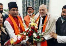 A delegation of J&K BJP meeting RSS leader Prahlad Modi.