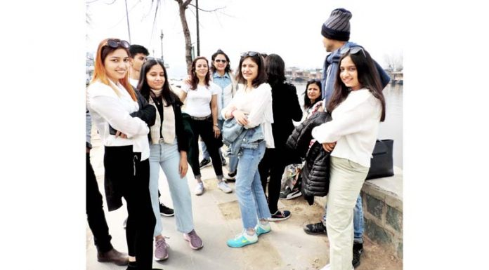 Tourists waiting on the Boulevard road in Srinagar to stay in the luxurious houseboats in the Dal lake on Saturday. (UNI)